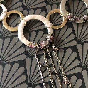 🆕 NWT Le Château Asymmetrical Necklace!